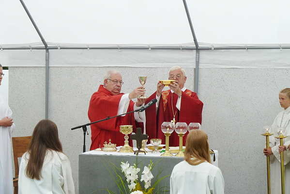 li = Diakon Hans-Peter Ziegle, re= Weihbischof Johannes Kreidler