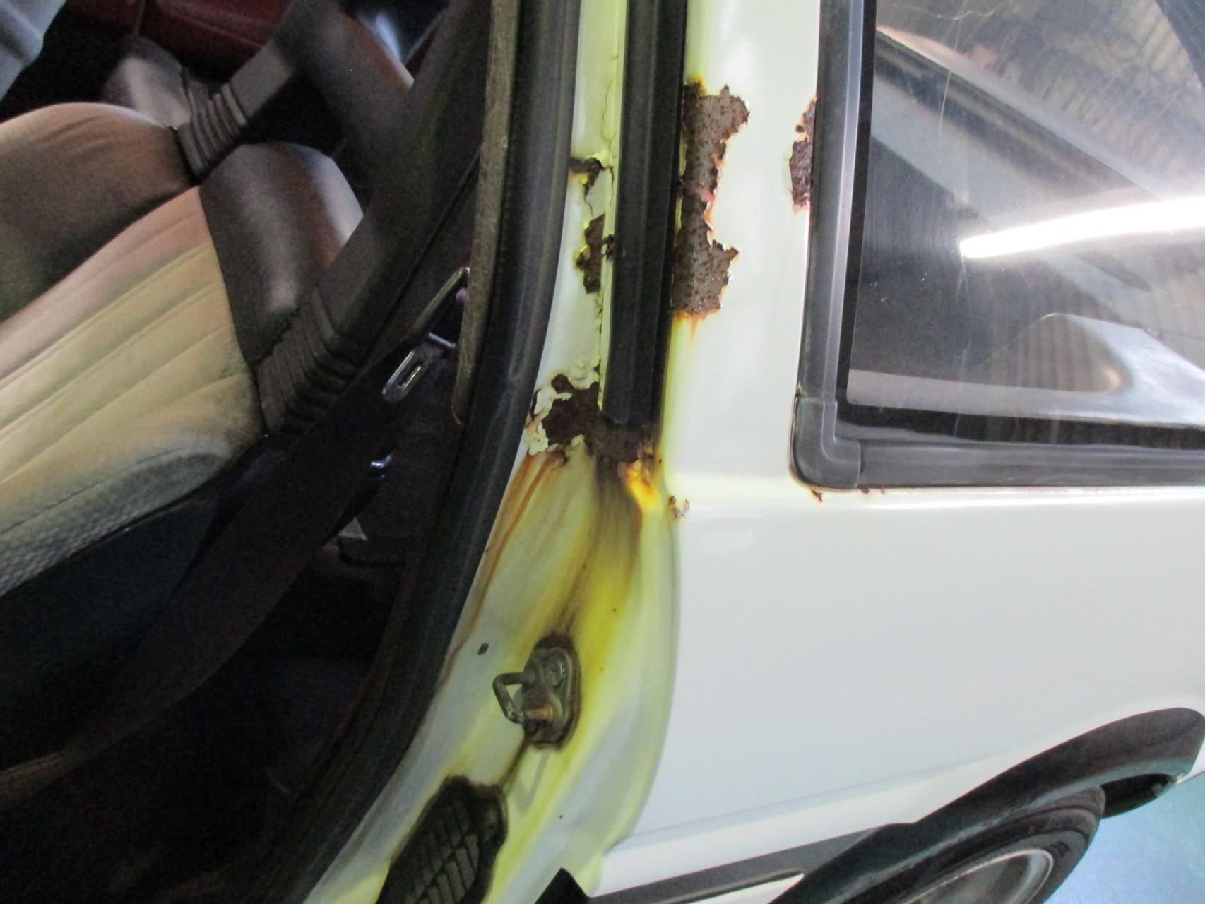 AE86 ドア開口部の錆