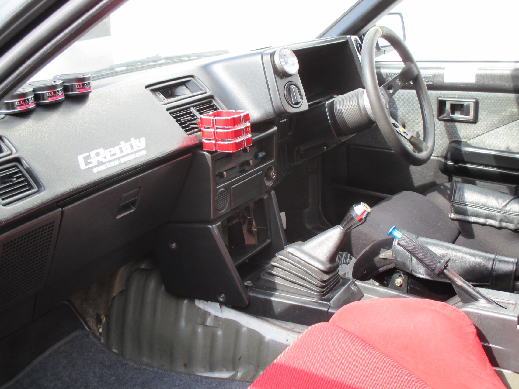 AE86中古車 室内