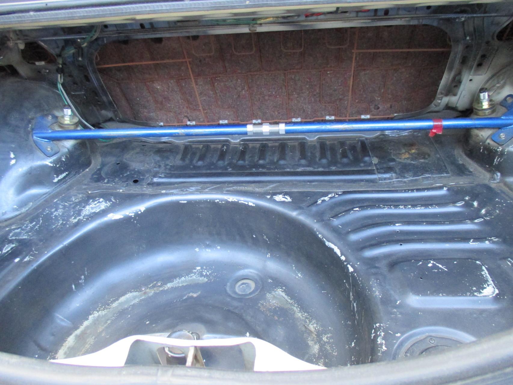 AE86中古車 リヤタワーバー