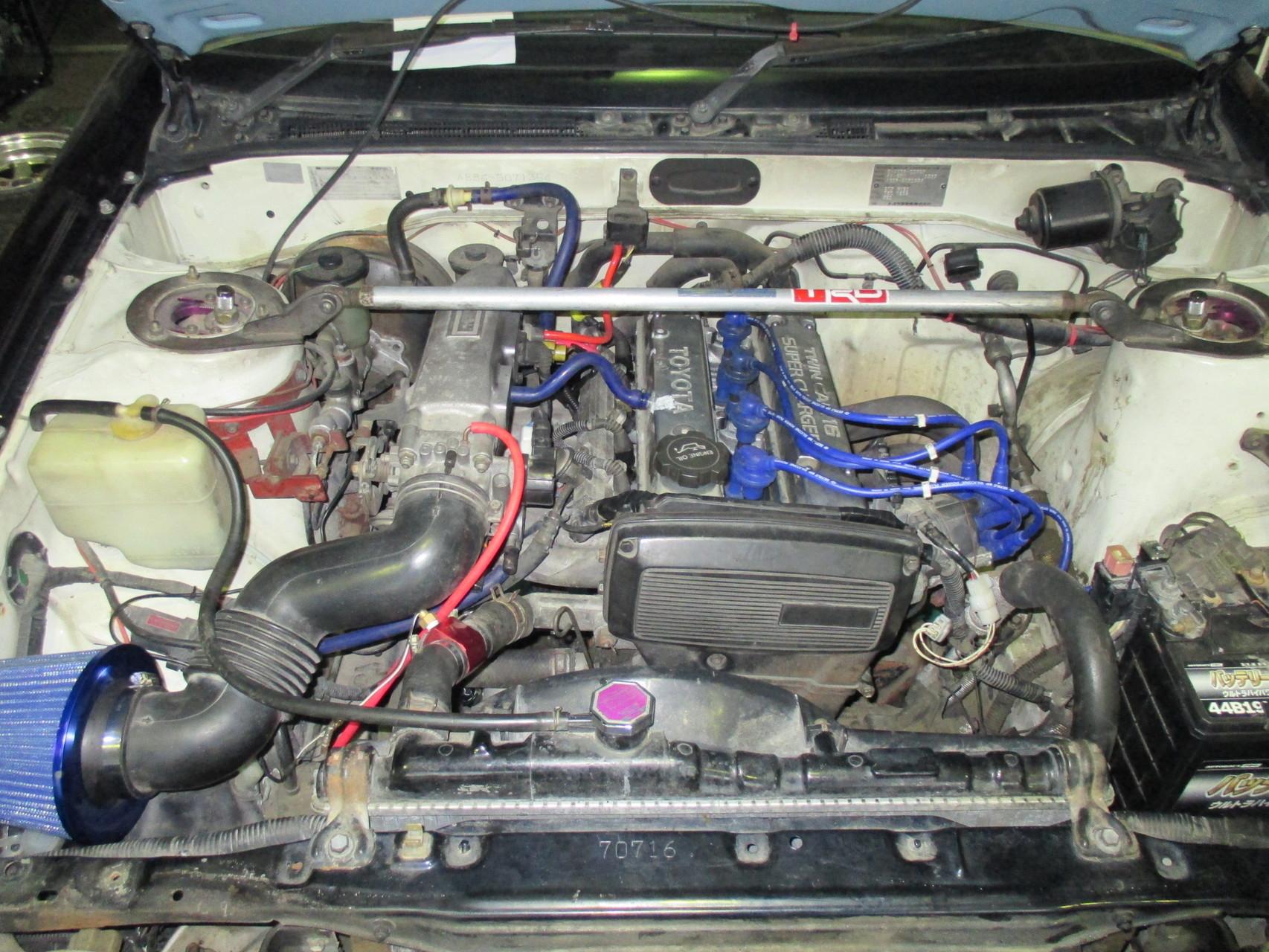 AE86中古車 エンジンルーム