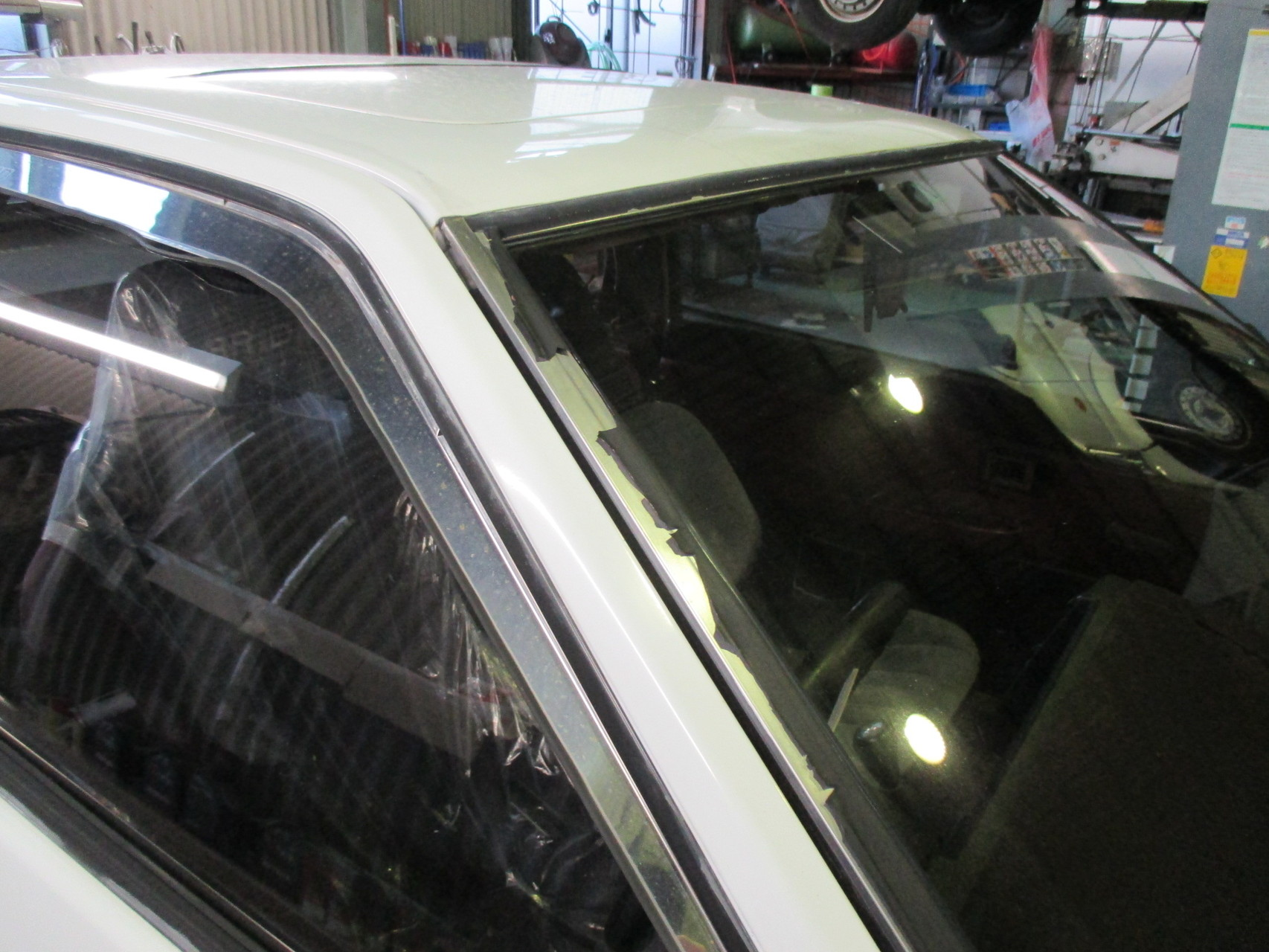 AE86トレノ フロントガラスのモール