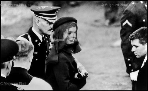 Jacqueline Kennedy beim Begräbnis ihres Mannes am 25. November 1963.