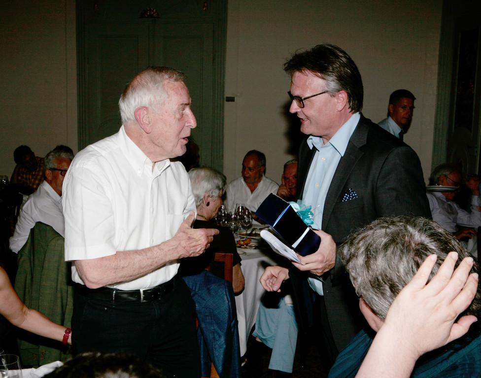 Peter Studer im Gespräch mit Luzerns neuem Stadtpräsidenten Stefan Roth.