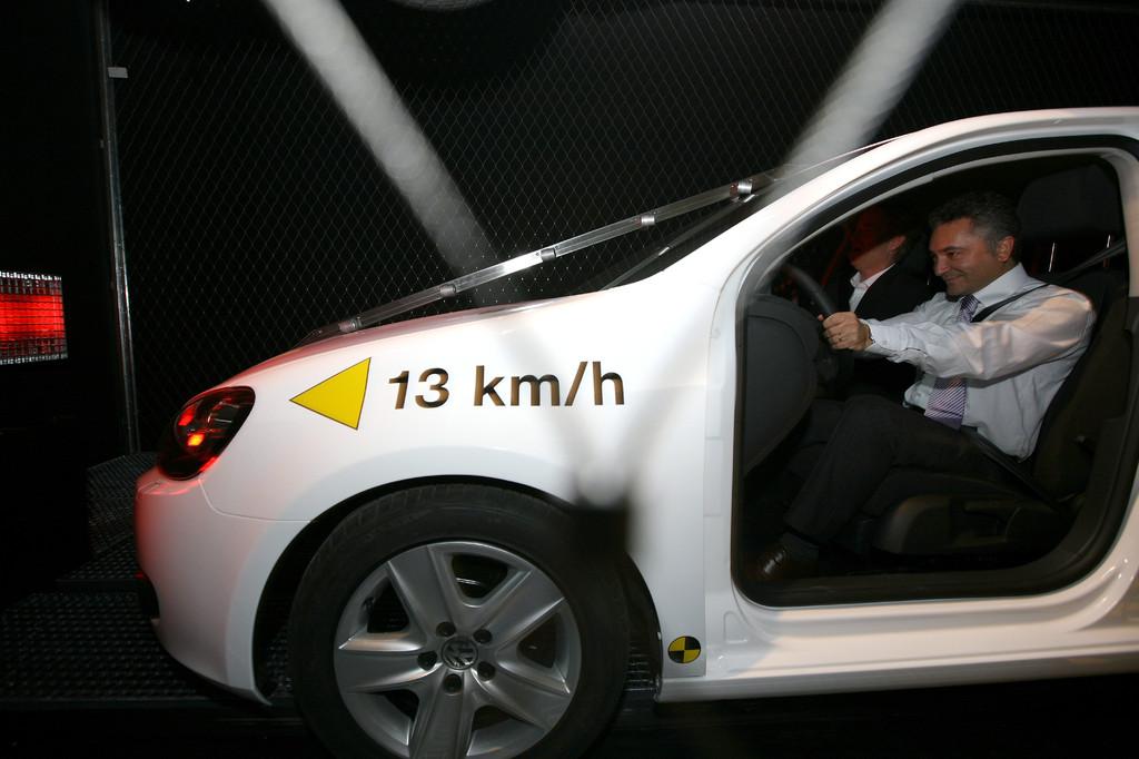 Crash-Test: Mit 13 km/h kann man die Wirkung einer Kollission  erleben.