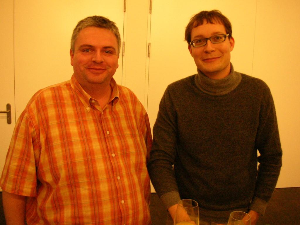 Martin Uebelhart und Cash-Redaktor Michael Kuhn (rechts).