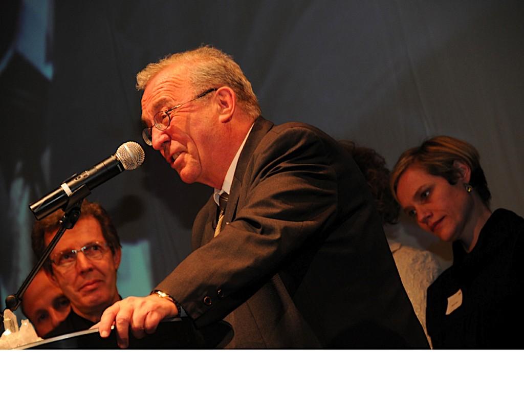 Verlegerpräsident Hanspeter Lebrument kam nicht mit leeren Händen.