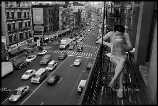 New York 1988: Ein chinesischer Einwanderer isst seine Nudelsuppe.