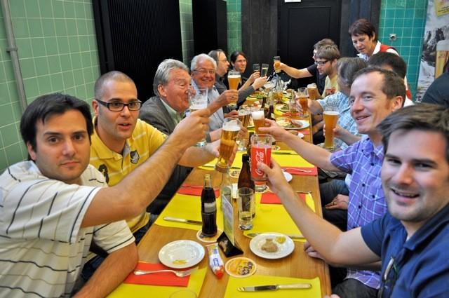 Prost! Nach der GV wurde Bier degustiert.