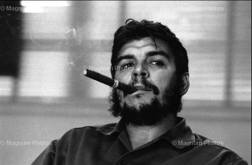 Enersto Guevara (Che) 1963 bei einem Interview in seinem Büro,