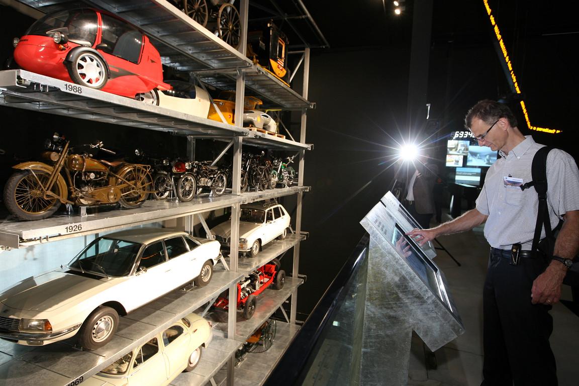 Im Schaulager sind die 20 wichtigsten Autokonstruktionen zu sehen.