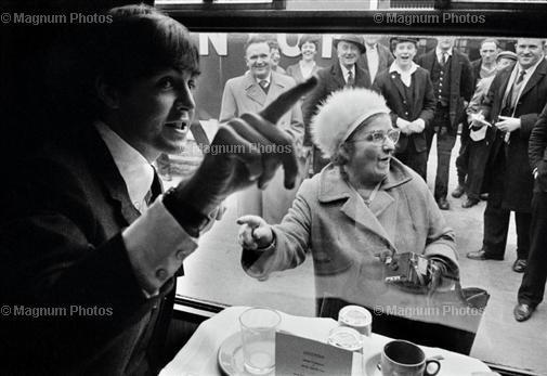 The Beatles (Paul McCarteny) während den Dreharbeiten zu 'A Hard Days Night'.
