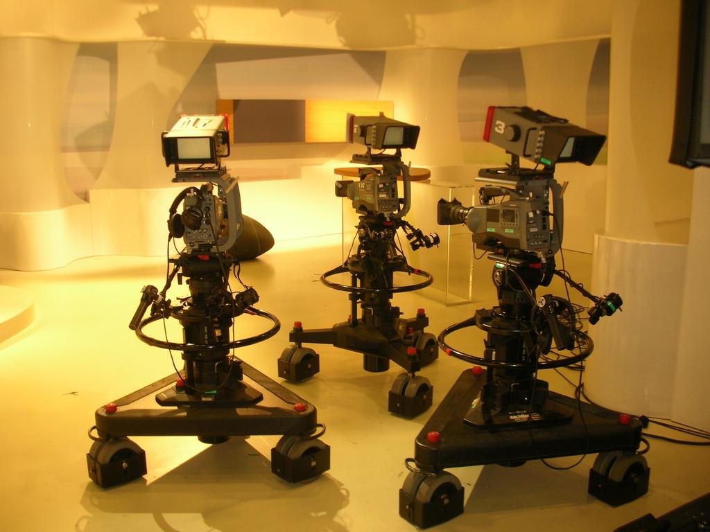 """Kameras - bereit für die Aufzeichnung der Sendung """"Gesundheit Sprechstunde""""."""