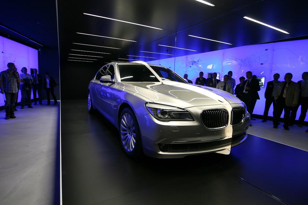 Modernste Technologie wie der Hybrid-Antrieb wird auch thematisiert.