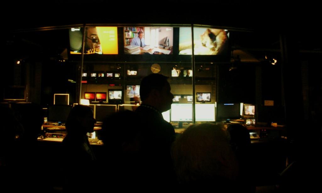 Blick in den Senderaum, wo alle Fäden zusammenlaufen.