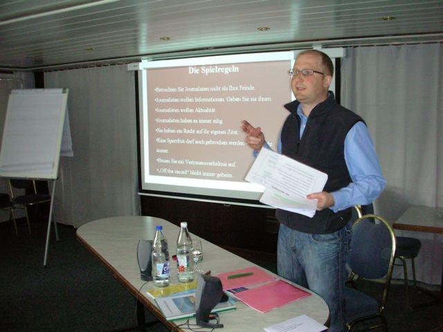 Dominik Buholzer, Neue LZ, erläutert die Spielregeln im Umgang mit Journalisten.