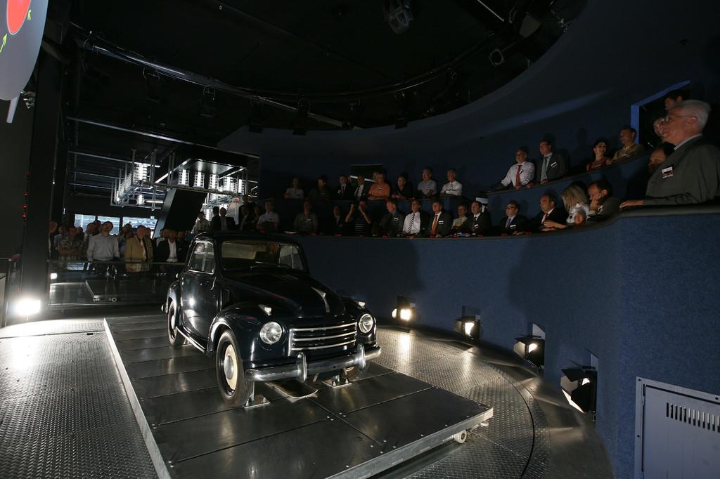 Das Autotheater: Per Signalknopf bestimmen die Besucher ihr Lieblingsfahrzeug.
