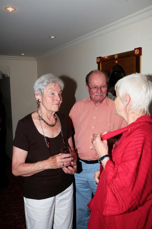Ehrenmitglied Sylvia Müller mit Ehemann Beat im Gespräch mit Anne Regula Keller.