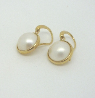 9ct & Mabe Pearl Earwires