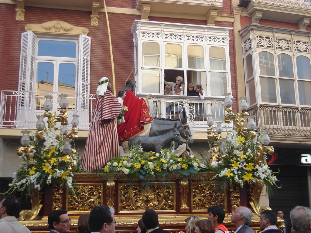 Balconies give a good view of the thrones
