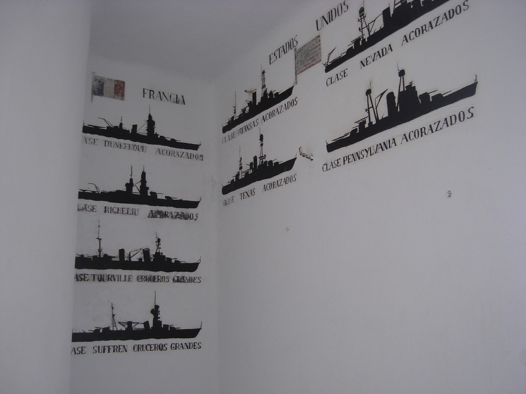 In the turret the warships from that time are painted on the walls, so as not to be mistaken about whom to shoot at.