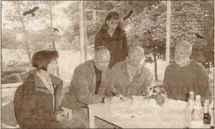 Vertragsunterzeichnung: Kerstin Kentschke, Johann Hansen, Schwester Anja, Otto Heinr. Förster und Gerhard Boll. Foto: we