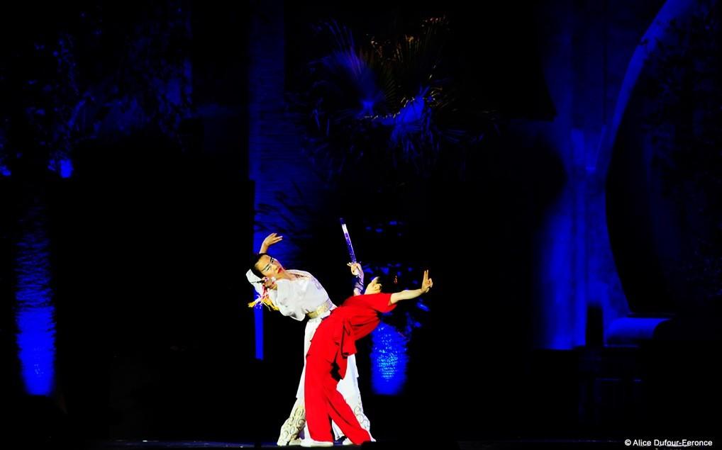 Ling Xia Zhou et Jiao Wang