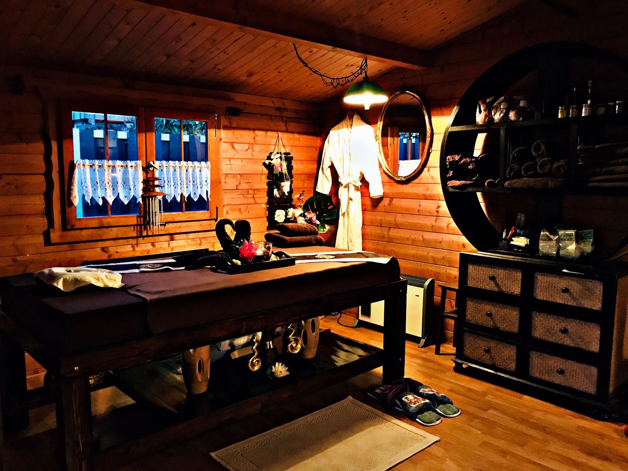 kontakt royal thai massage. Black Bedroom Furniture Sets. Home Design Ideas