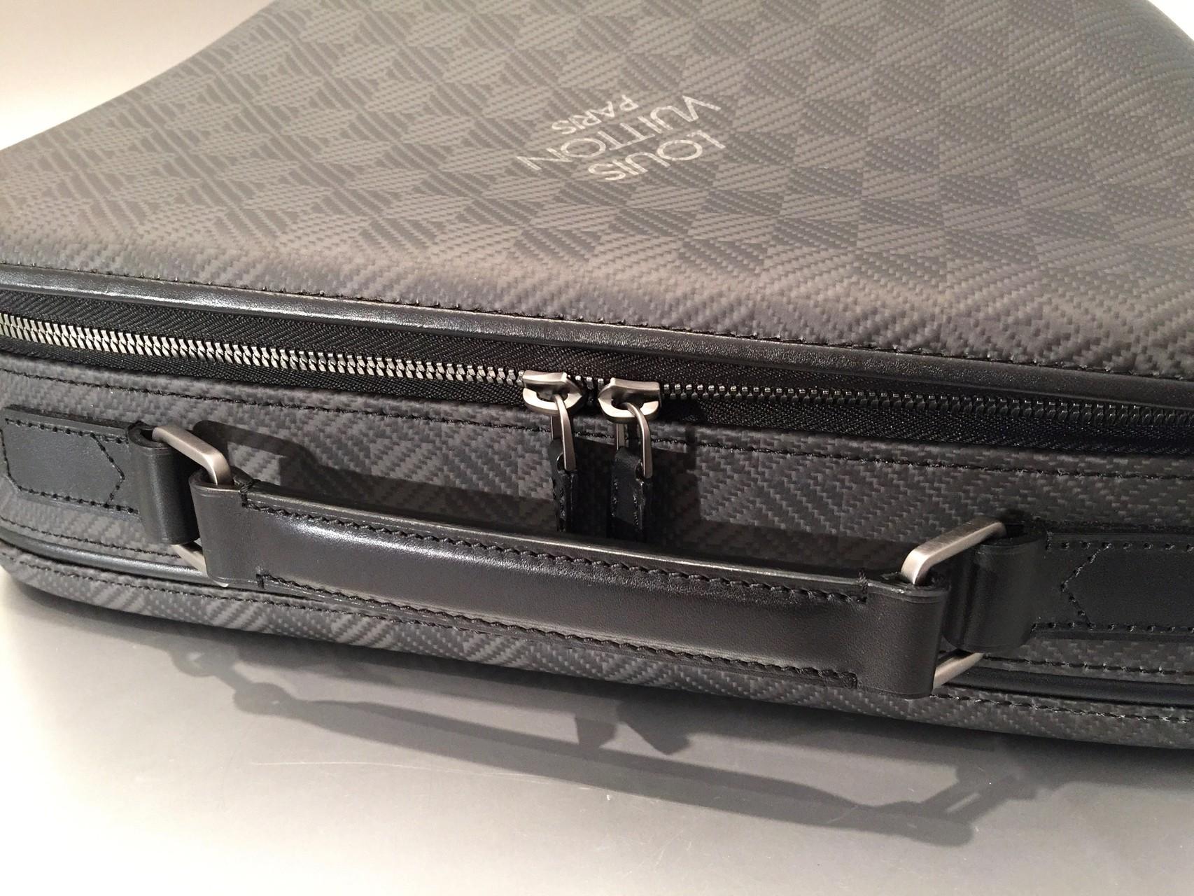 louis vuitton damier carbone aktentasche bmw i8 ankauf verkauf second hand designertaschen. Black Bedroom Furniture Sets. Home Design Ideas