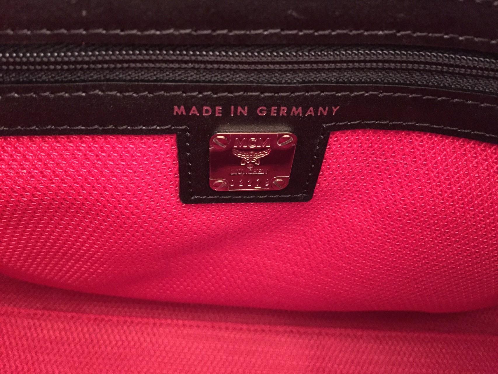 mcm munich lion boston bag in schwarz ankauf verkauf second hand designertaschen und. Black Bedroom Furniture Sets. Home Design Ideas