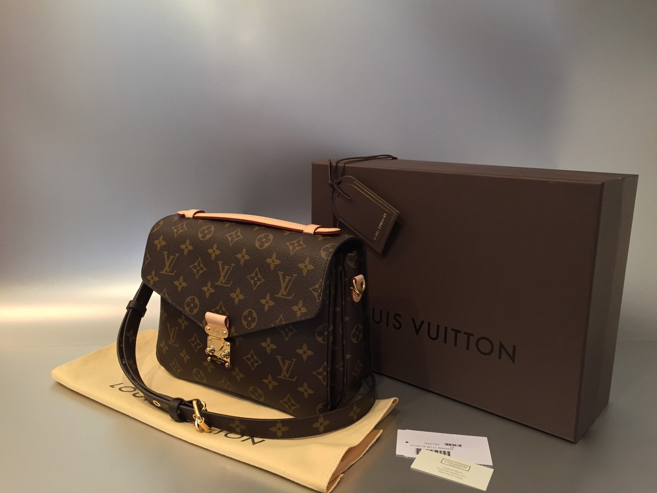 louis vuitton monogram canvas pochette m tis ankauf verkauf second hand designertaschen und. Black Bedroom Furniture Sets. Home Design Ideas