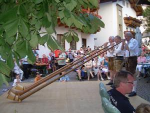 Traditionelles Alphornblasen
