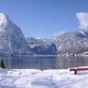 Hallstätter See in Obertraun im Winter