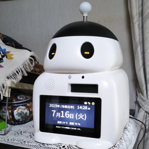 見守り服薬支援ロボット「FUKU助」をご利用中のB様の様子です。