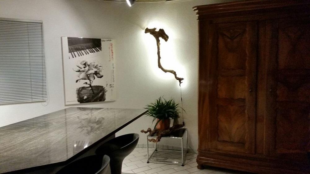 Schwemmholzlampe im Wohn-Essbereich
