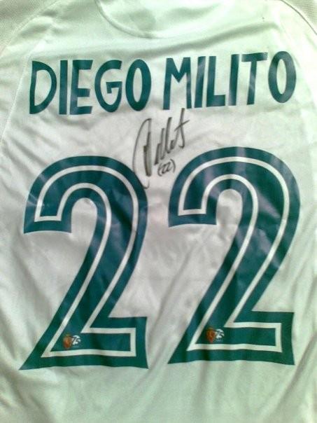 75 aniversario , camiseta firmada por Diego Milito