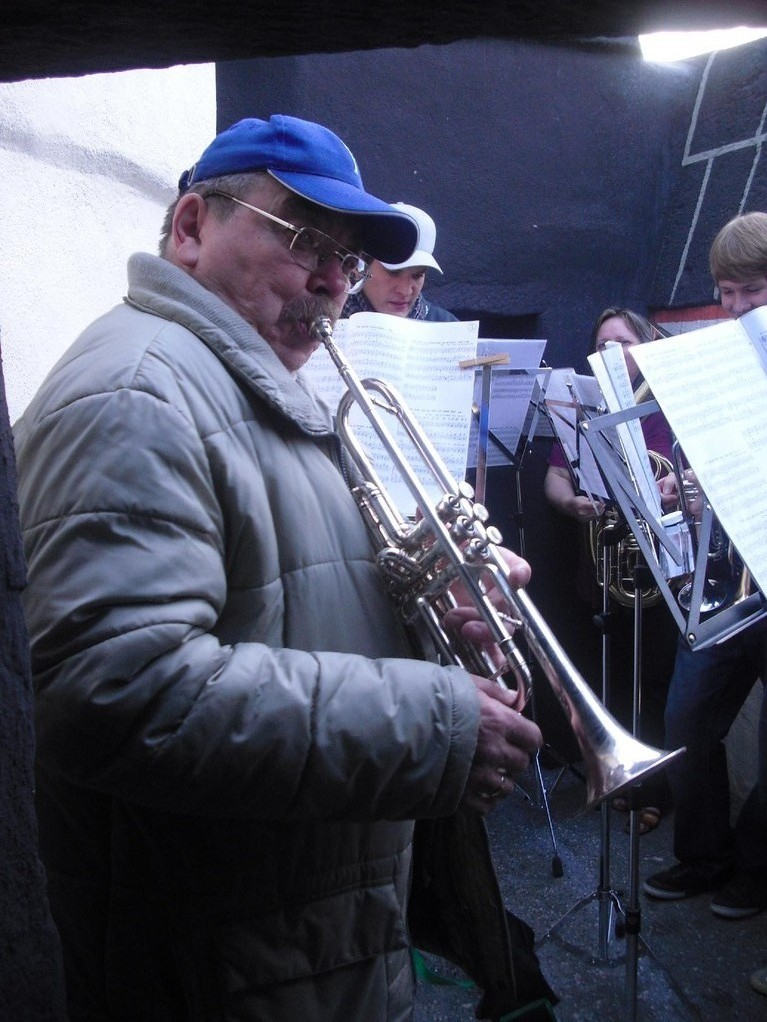 Zurück zu den Wurzeln... Erst bläst Trompete, so wie einst in Gelsenkirchen.