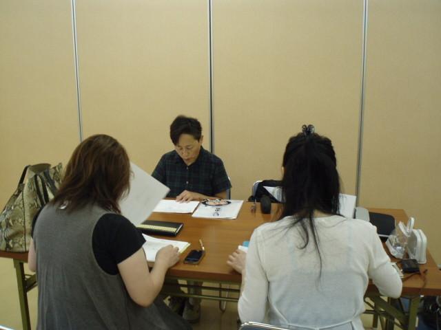 JKK萩原代表と一緒に講師を務めた河野眞紀さんと打ち合わせ中