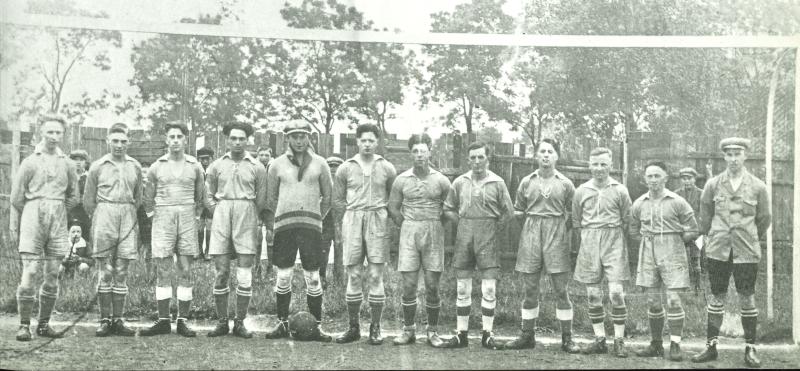 Die erste Mannschaft des FC Eupen 1920 vor einem Spiel auf dem Panorama
