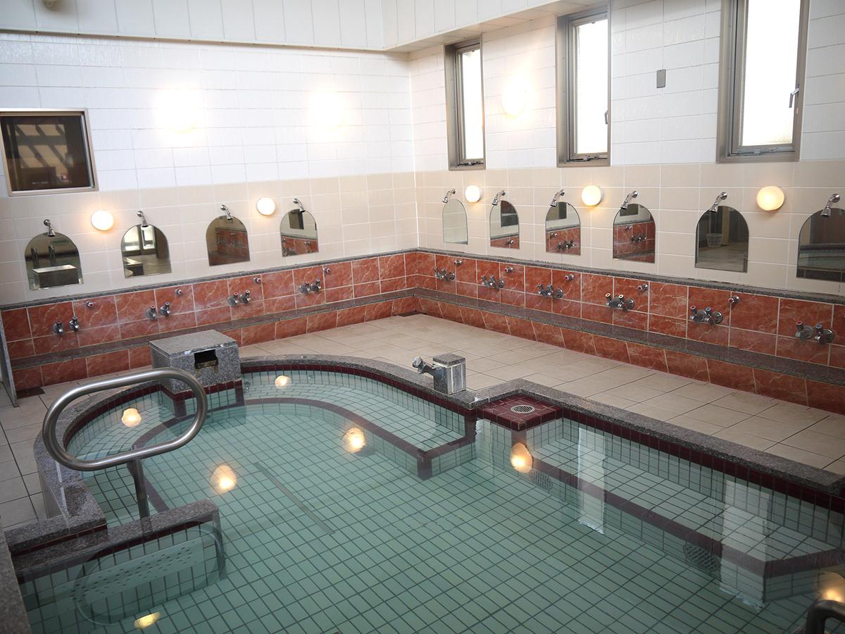 内湯の大浴槽