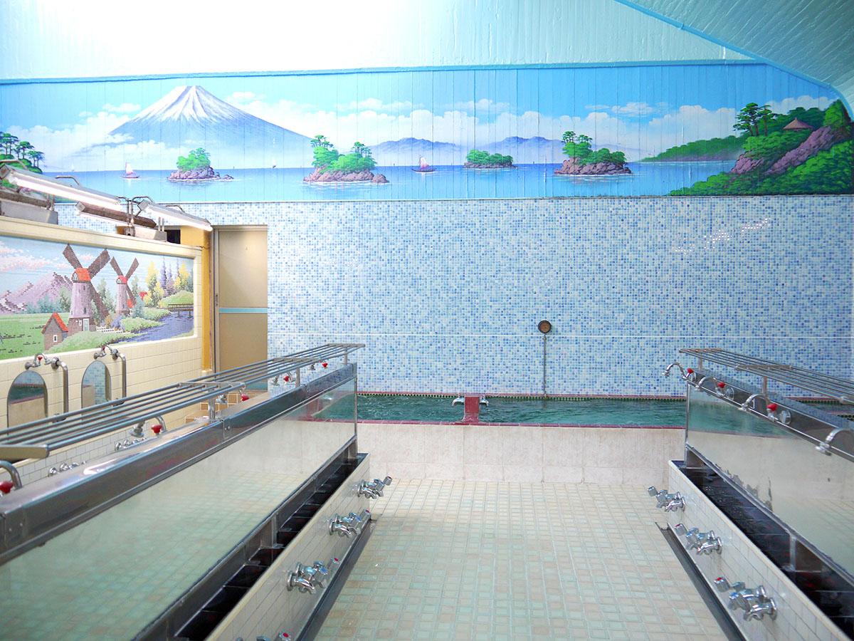 男湯、女湯をまたぐ富士山