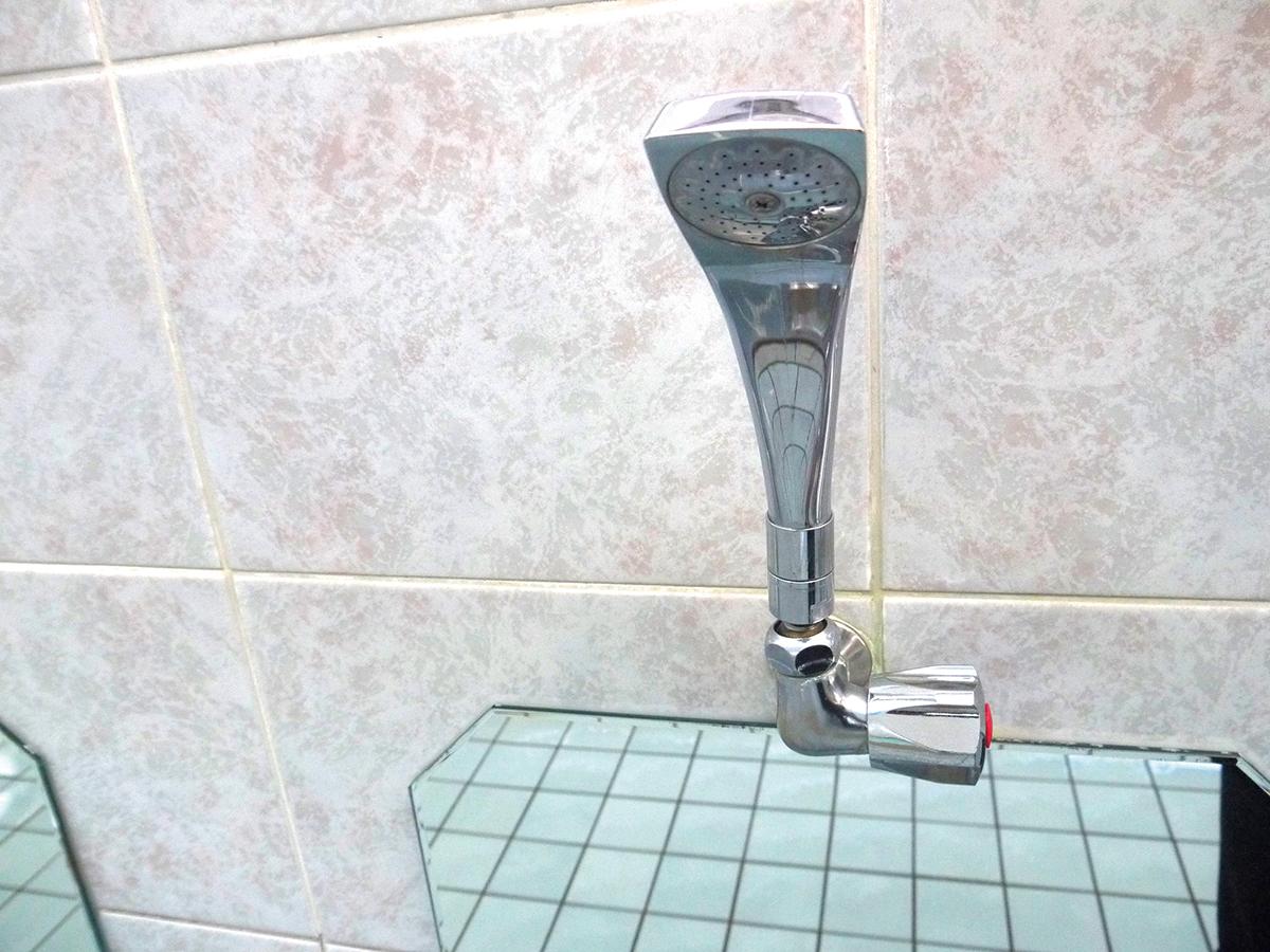 カランの シャワーヘッドは 全部マイナスイオンが 出るタイプです