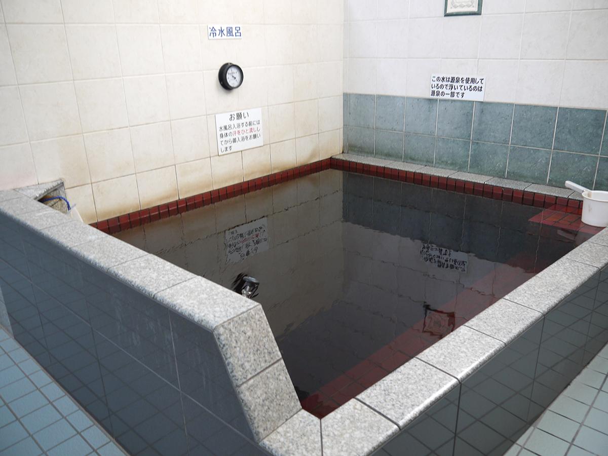 黒湯水風呂