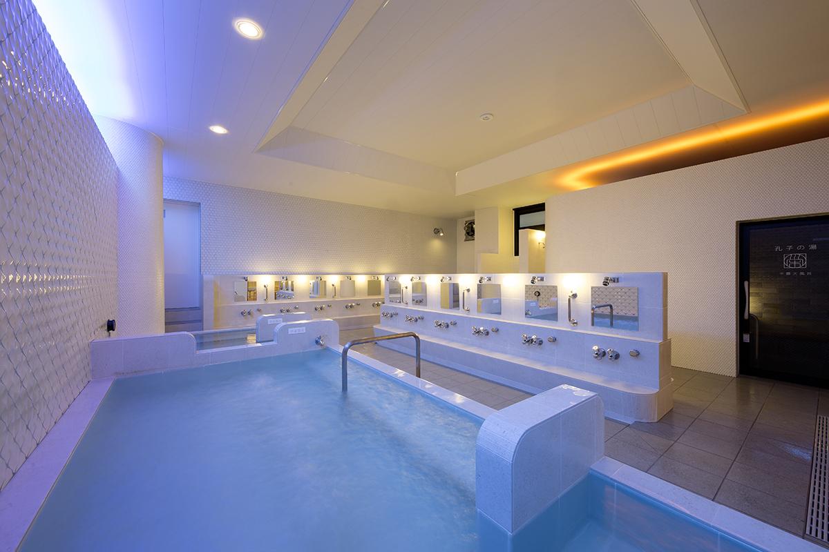 まるで高級リゾートホテルのような浴室内