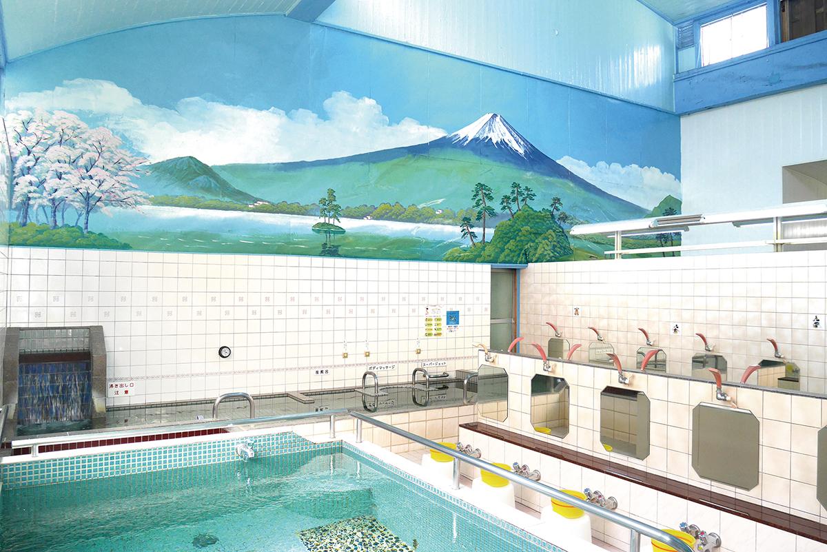 浴場の背景画は 銭湯絵師の中島氏が 2~3年おきに 書き換えています