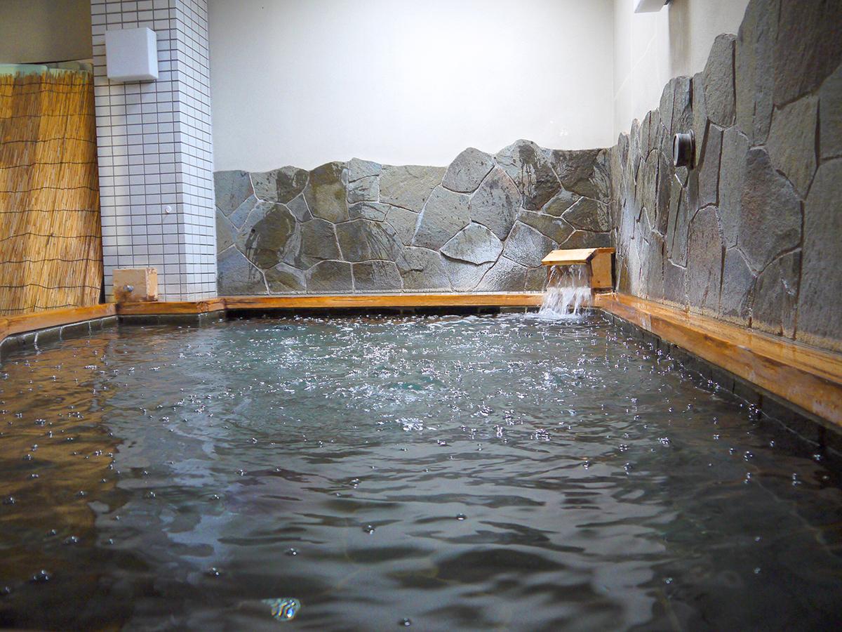 檜の半露天風呂