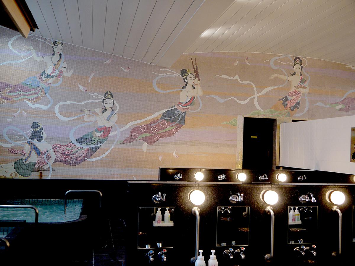 天女の絵はそのままに、スタイリッシュにリニューアルミルク配合の露天風呂
