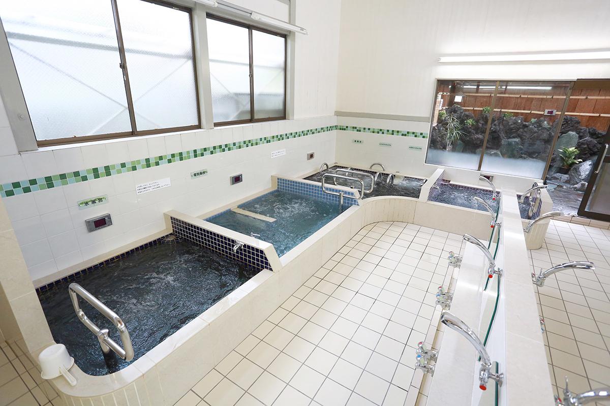 綺麗で明るい浴室