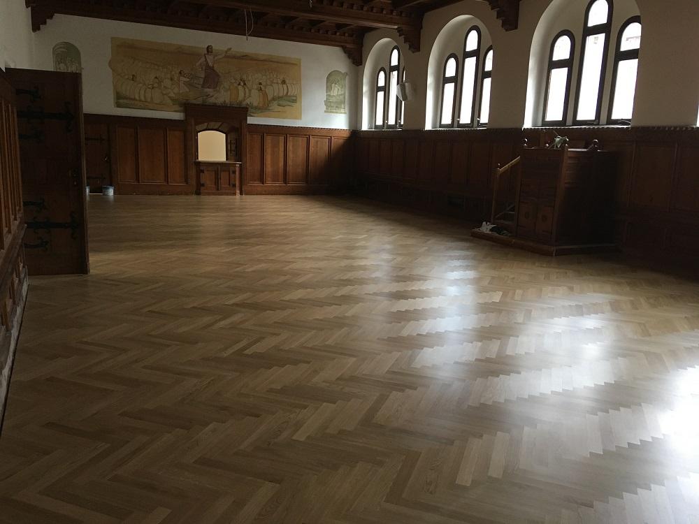 Anfang März: neuer Boden (Parkett) im ehem. Refektorium, zukünftig Festsaal (Foto: M. Reiter)