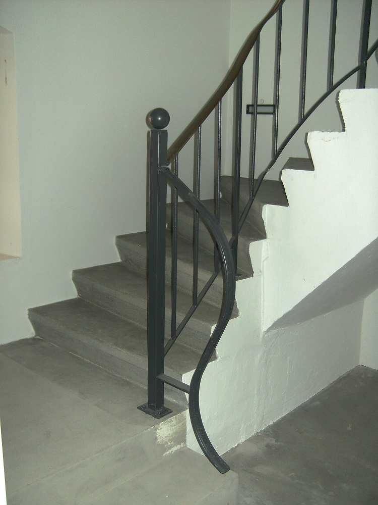 neuer Treppengeländer-Abschluß im Turm (2. OG)